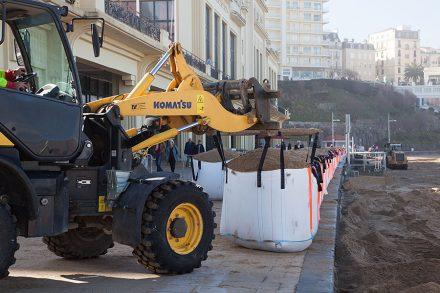 A Biarritz, Grande Plage, dispositif de sécurité vagues submersion mis en place