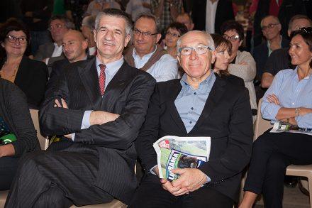 Jean Lassalle en visite au salon Lurrama ici avec M. Etchegaray Maire de Bayonne. Jean Lassale est député de la 4e circonscription des Pyrénées-Atlantiques depuis 2002 et vice-président du Mouvement démocrate (MoDem).