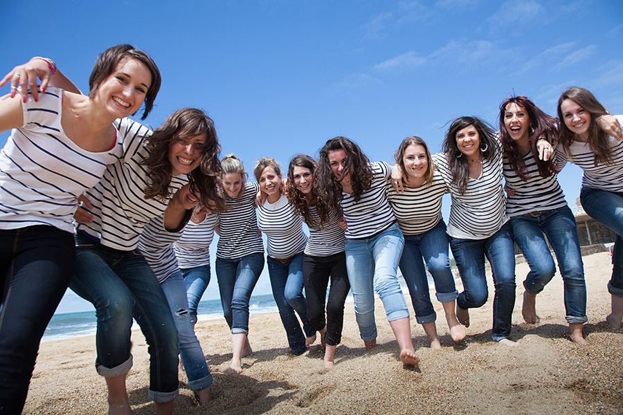 Isabelle-Pale-photographe-evjf-seance-photos-copines-côte-basque-Biarritz-Anglet-Bayonne-plage-mariniere-fun_010