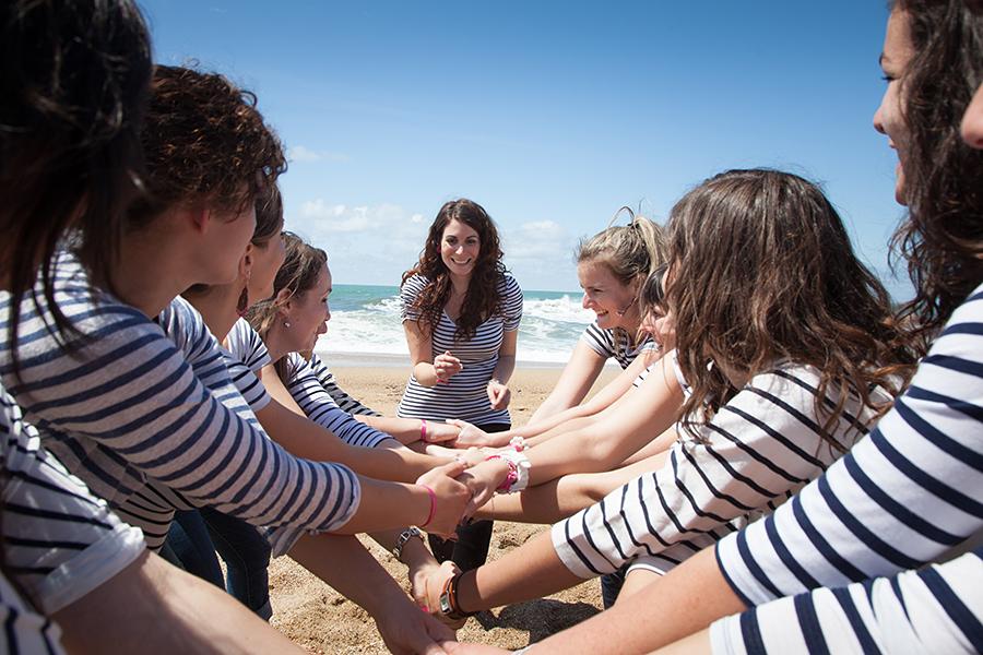 Isabelle-Pale-photographe-evjf-seance-photos-copines-côte-basque-Biarritz-Anglet-Bayonne-plage-mariniere-fun_013