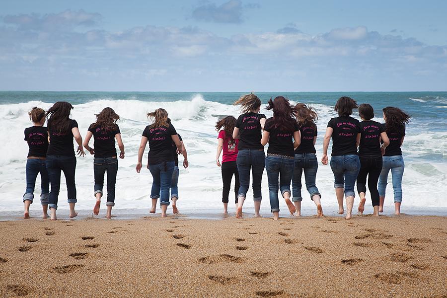 Isabelle-Pale-photographe-evjf-seance-photos-copines-côte-basque-Biarritz-Anglet-Bayonne-plage-mariniere-fun_06