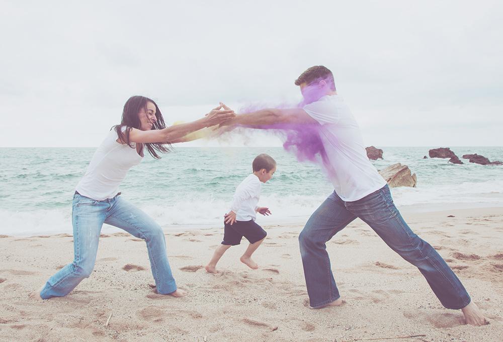 isabelle-pale-photographe_photos-plage-biarritz-famille-poudre-couleur-pays-basque_site