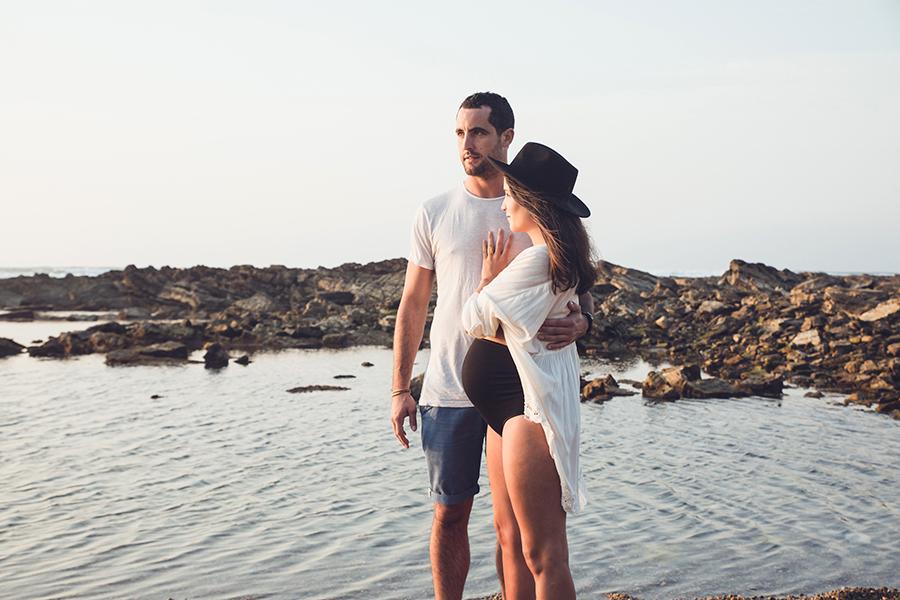 Isabelle-Pale-photographe-anglet-seance-photos-grossesse-femme-enceinte-couple-pays-basque-guethary-biarritz-lifestyle-plage-basque_0014