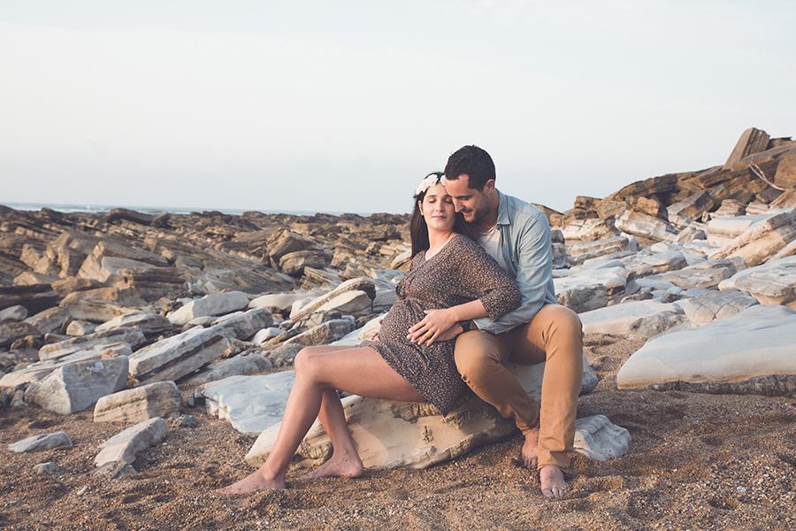 Isabelle-Pale-photographe-anglet-seance-photos-grossesse-femme-enceinte-couple-pays-basque-guethary-biarritz-lifestyle-plage-basque_007