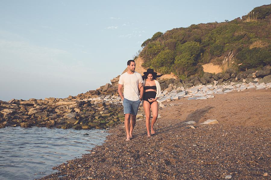 Isabelle-Pale-photographe-anglet-seance-photos-grossesse-femme-enceinte-couple-pays-basque-guethary-biarritz-lifestyle-plage-basque_009